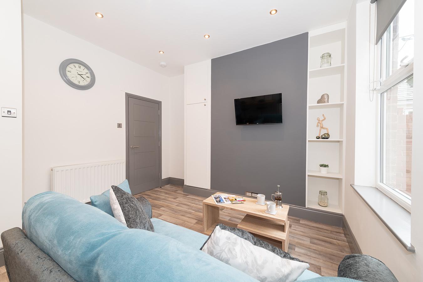 Sofa at Stuart Road House, Heavitree, Exeter - Citybase Apartments