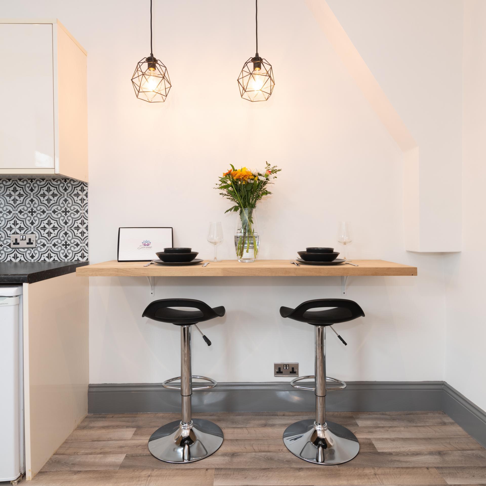 Breakfast bar at Stuart Road House, Heavitree, Exeter - Citybase Apartments