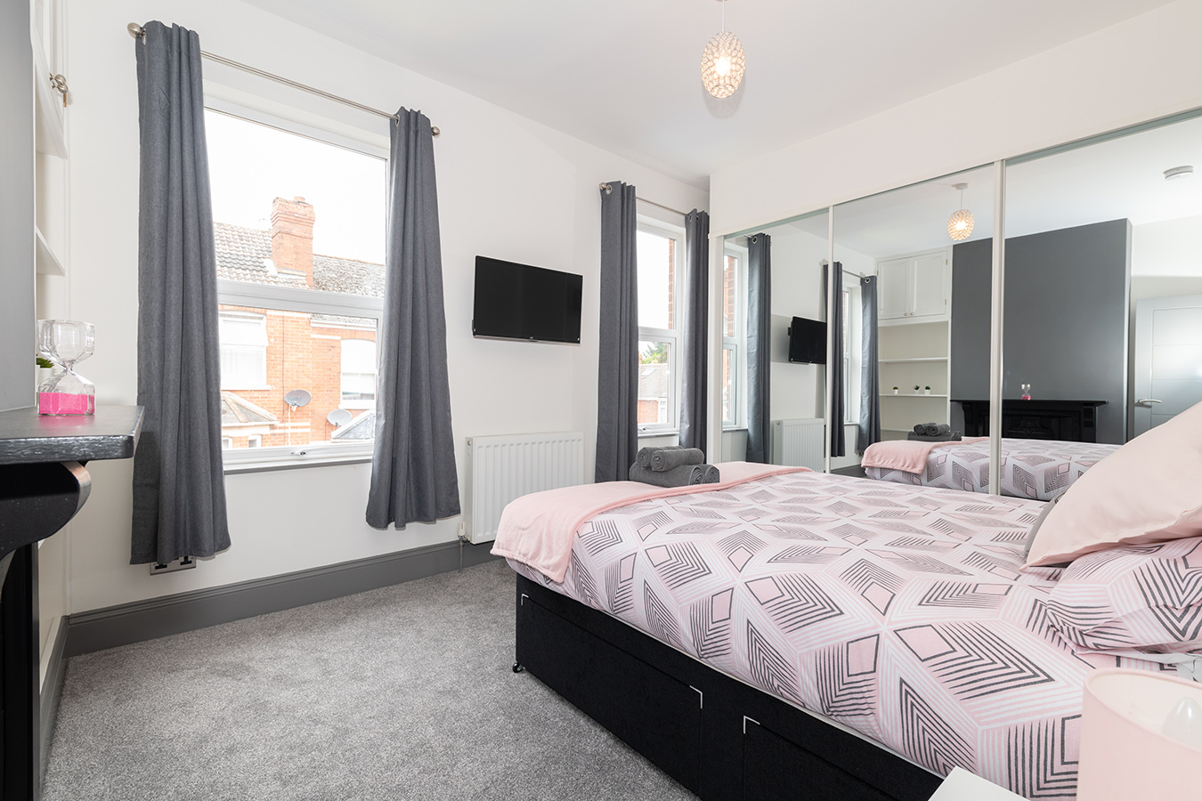 Pink bed at Stuart Road House, Heavitree, Exeter - Citybase Apartments