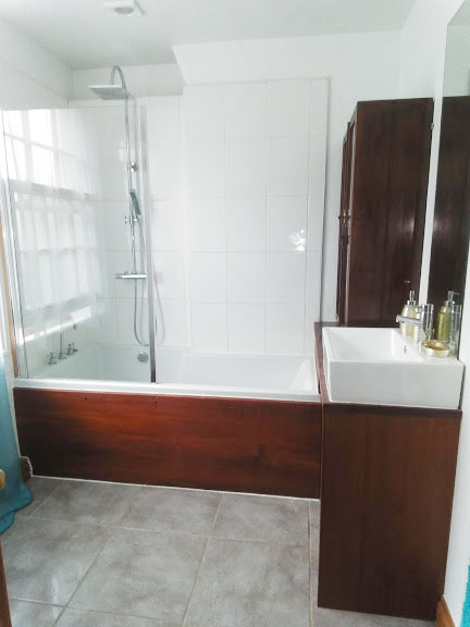 Bathroom at West View Terrace House, Centre, Exeter - Citybase Apartments
