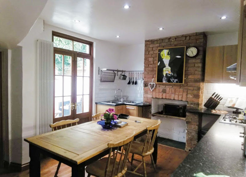 Table at West View Terrace House, Centre, Exeter - Citybase Apartments