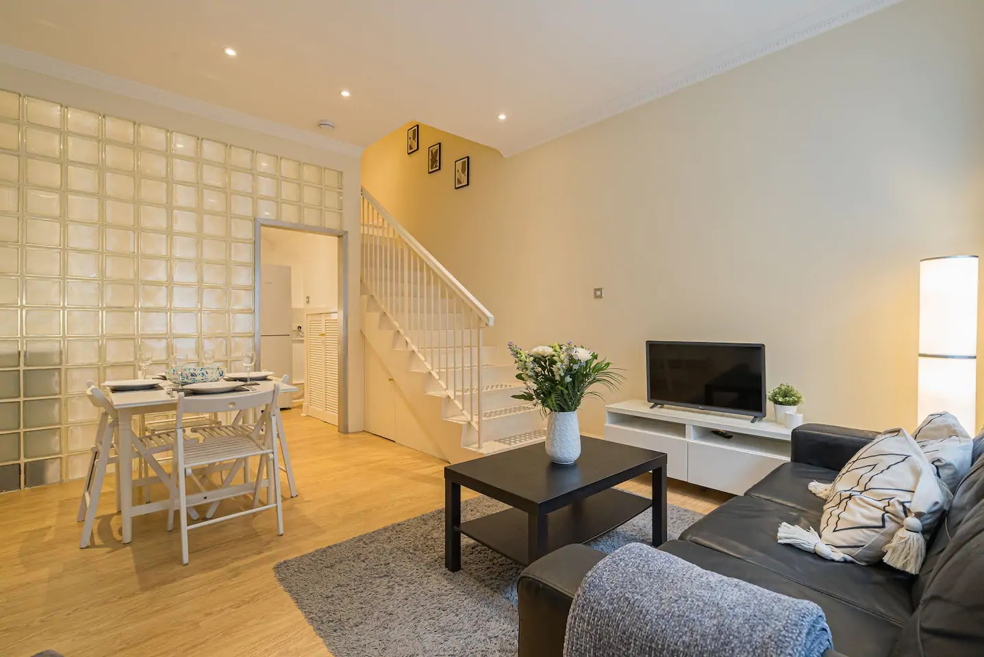 Living area at Grassmarket Apartment - Citybase Apartments