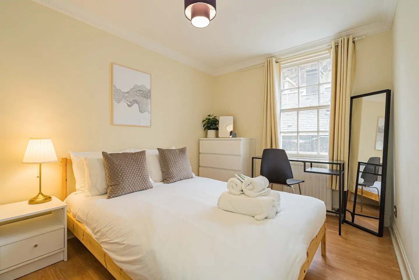 Bedroom at Grassmarket Apartment - Citybase Apartments