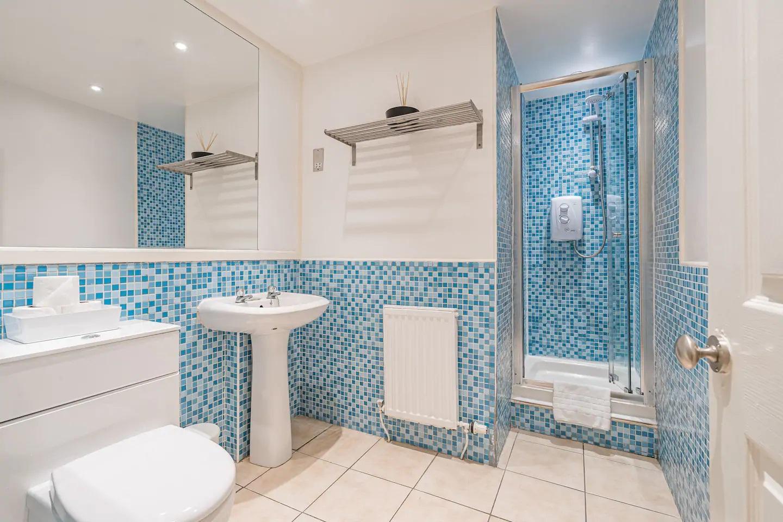 Bathroom at Grassmarket Apartment - Citybase Apartments