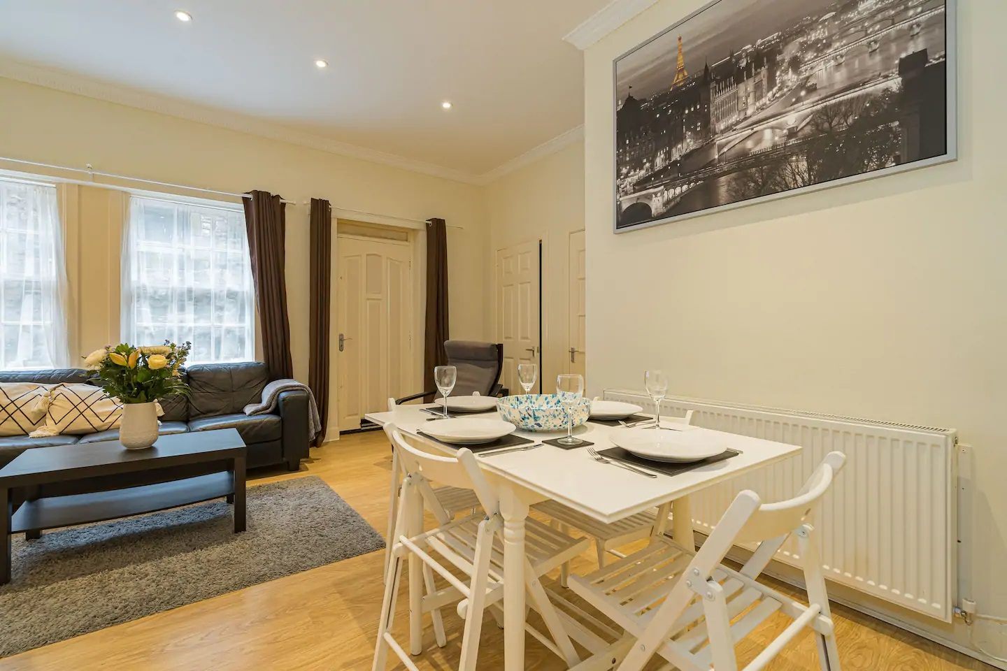 Dining area at Grassmarket Apartment - Citybase Apartments
