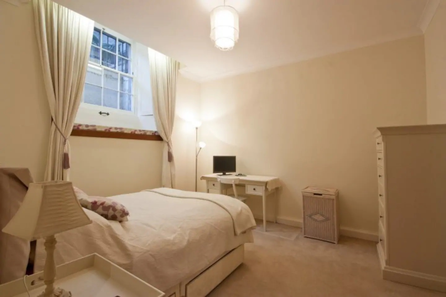 Bedroom at Abercromby Place - Citybase Apartments