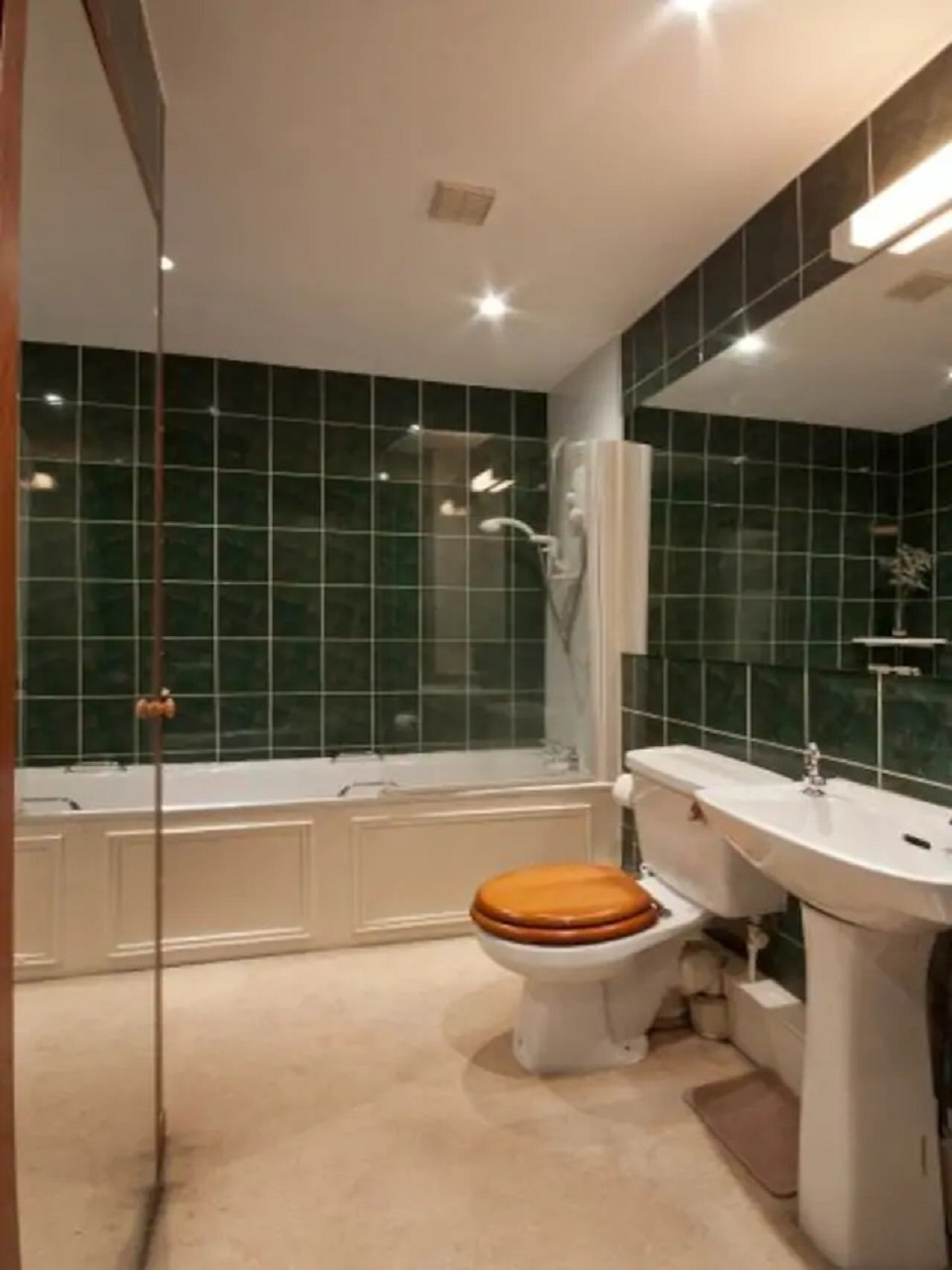 Toilet at Abercromby Place - Citybase Apartments