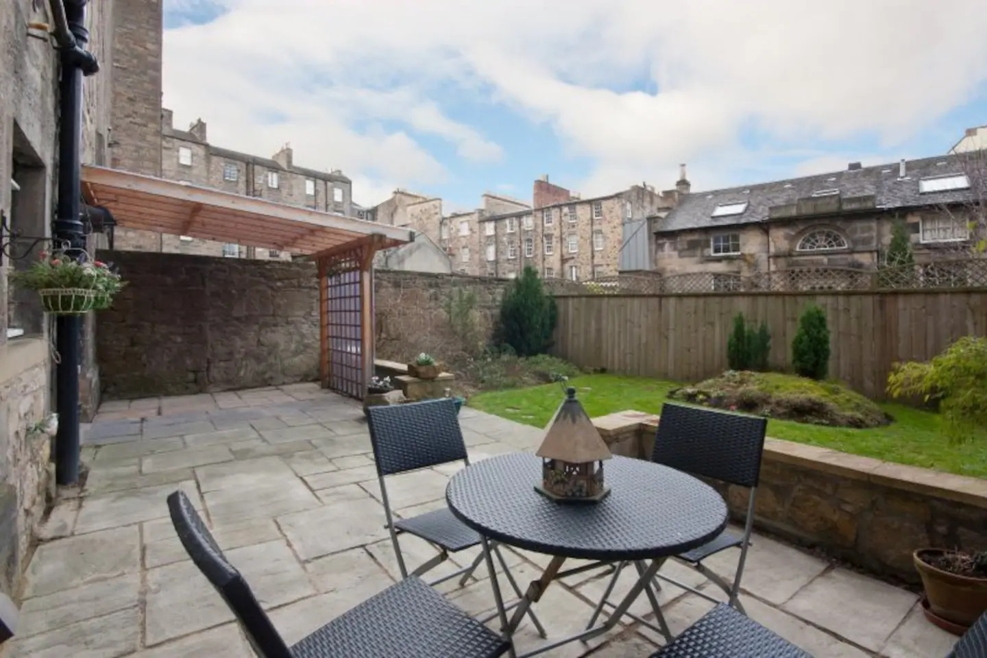 Garden at Abercromby Place - Citybase Apartments