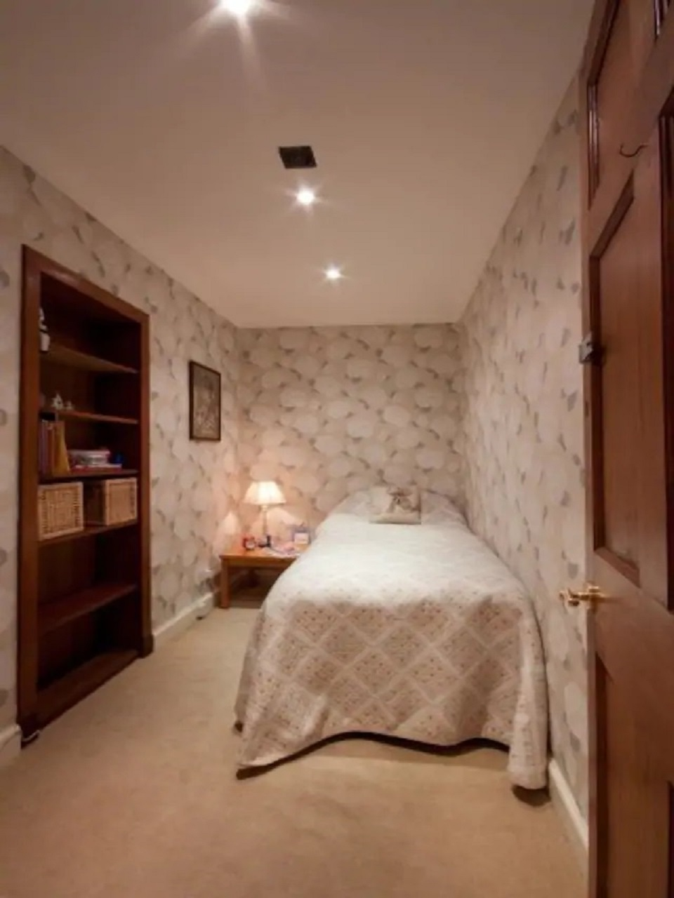 Single bed at Abercromby Place - Citybase Apartments