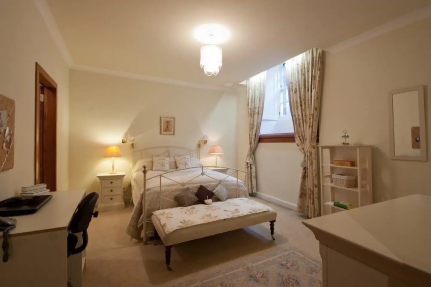 Room at Abercromby Place - Citybase Apartments