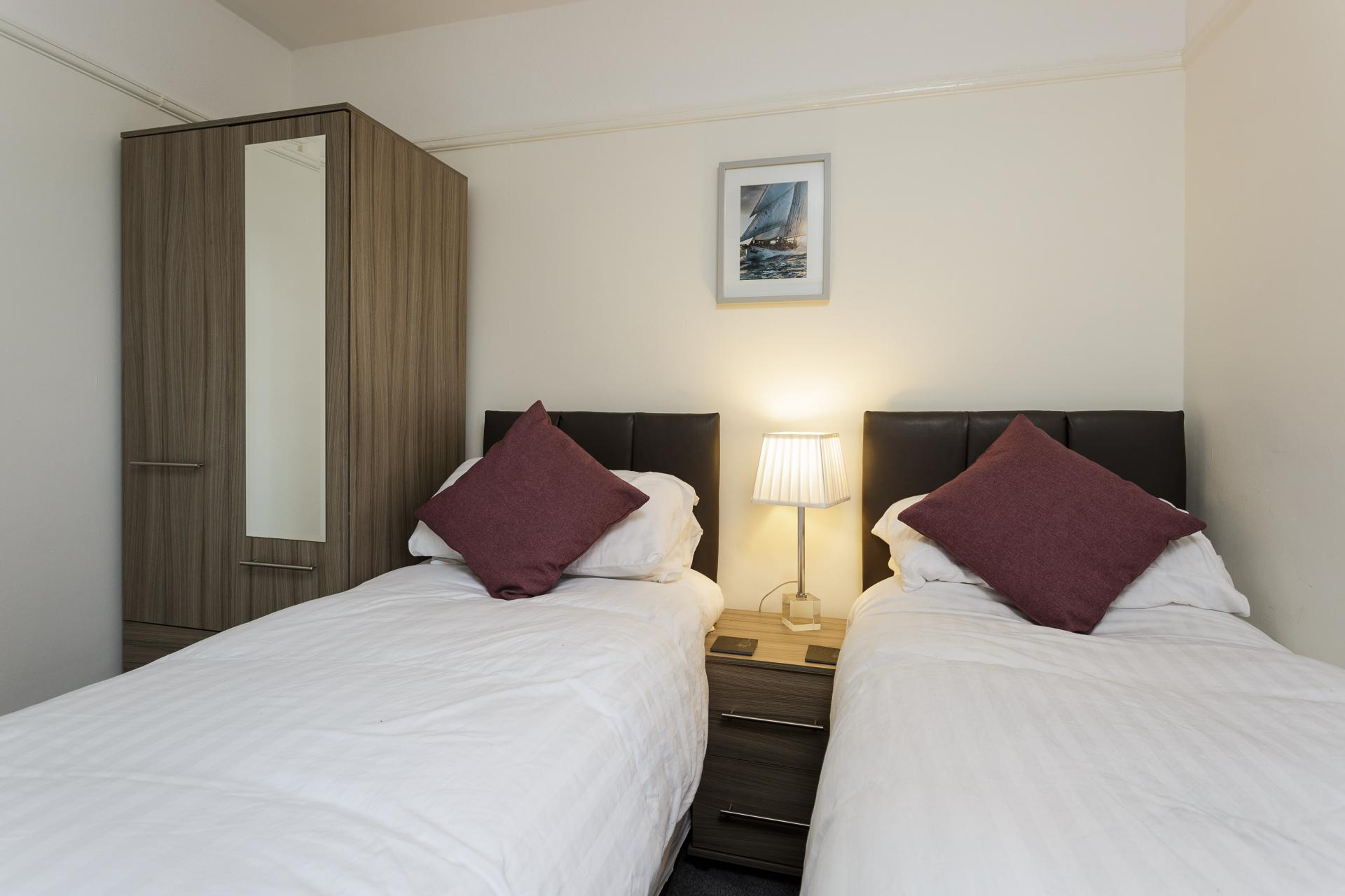Twin beds at Braganza House Apartments, Old Portsmouth, Portsmouth - Citybase Apartments
