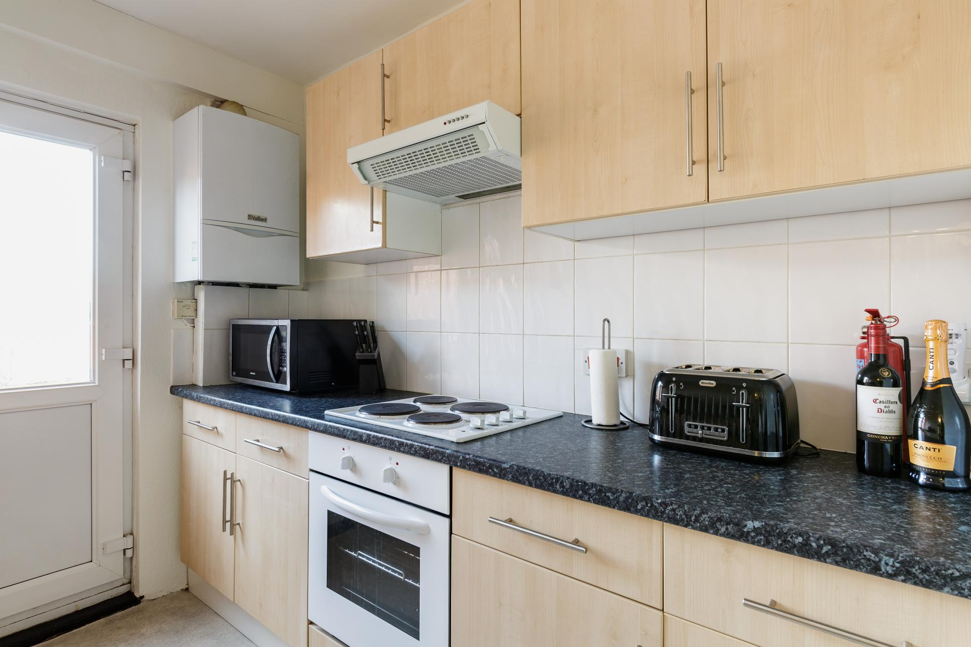 Fully equipped kitchen at Braganza House Apartments, Old Portsmouth, Portsmouth - Citybase Apartments