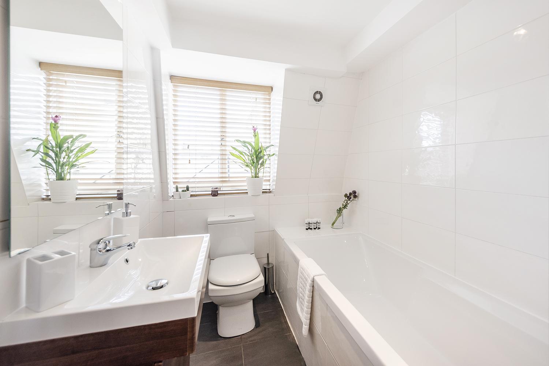 Bathroom at Percy Street Apartment - Citybase Apartments