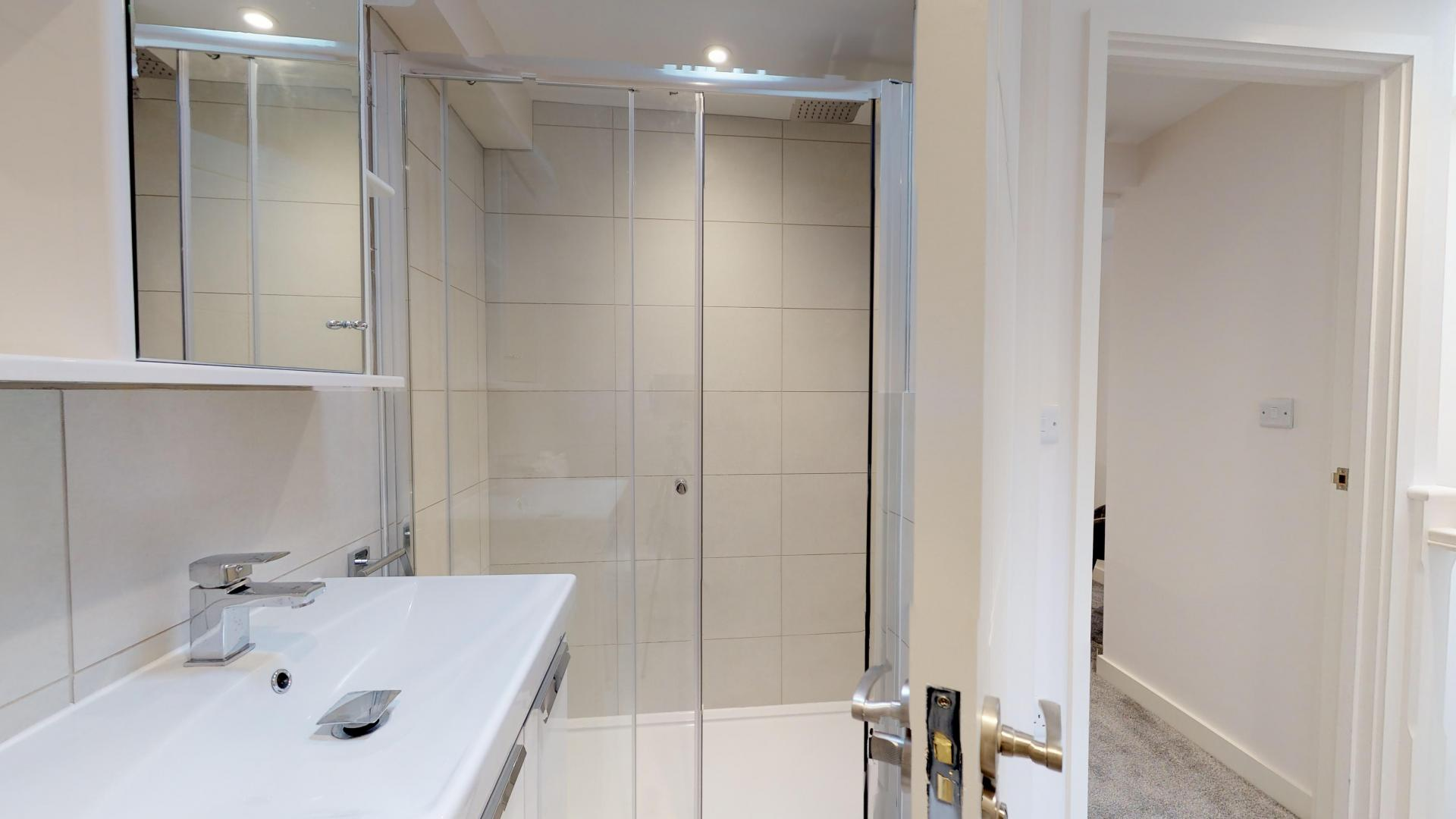 Bathroom at Rogers Street House, Summertown, Oxford - Citybase Apartments