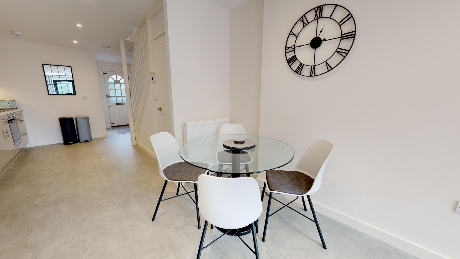 Dining table at Rogers Street House, Summertown, Oxford - Citybase Apartments