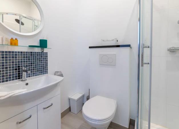 Bathroom at Dansaert Apartments, Centre, Brussels - Citybase Apartments