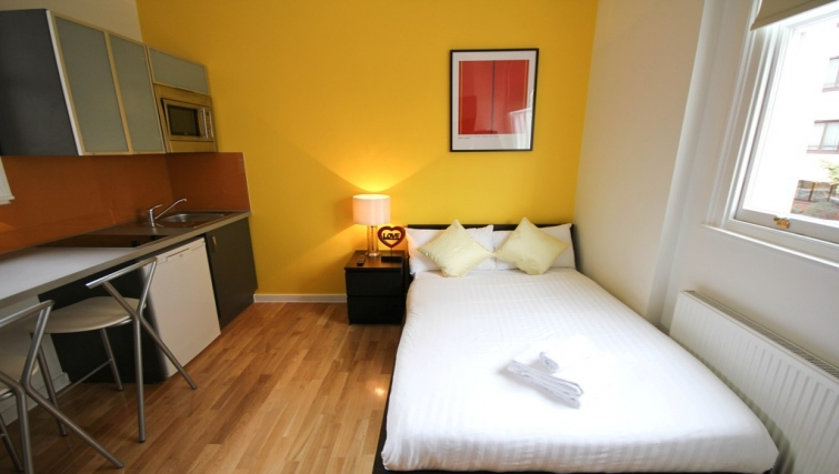 Compact studio at Princes Square Apartments - Citybase Apartments