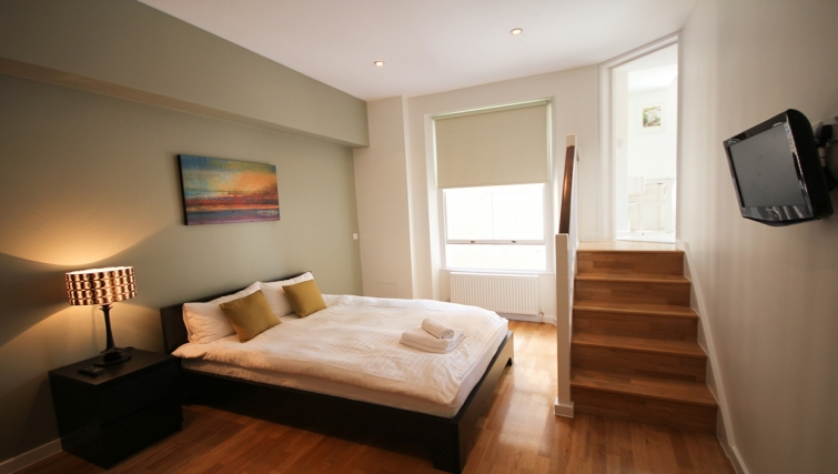 Double bedroom at Princes Square Apartments - Citybase Apartments