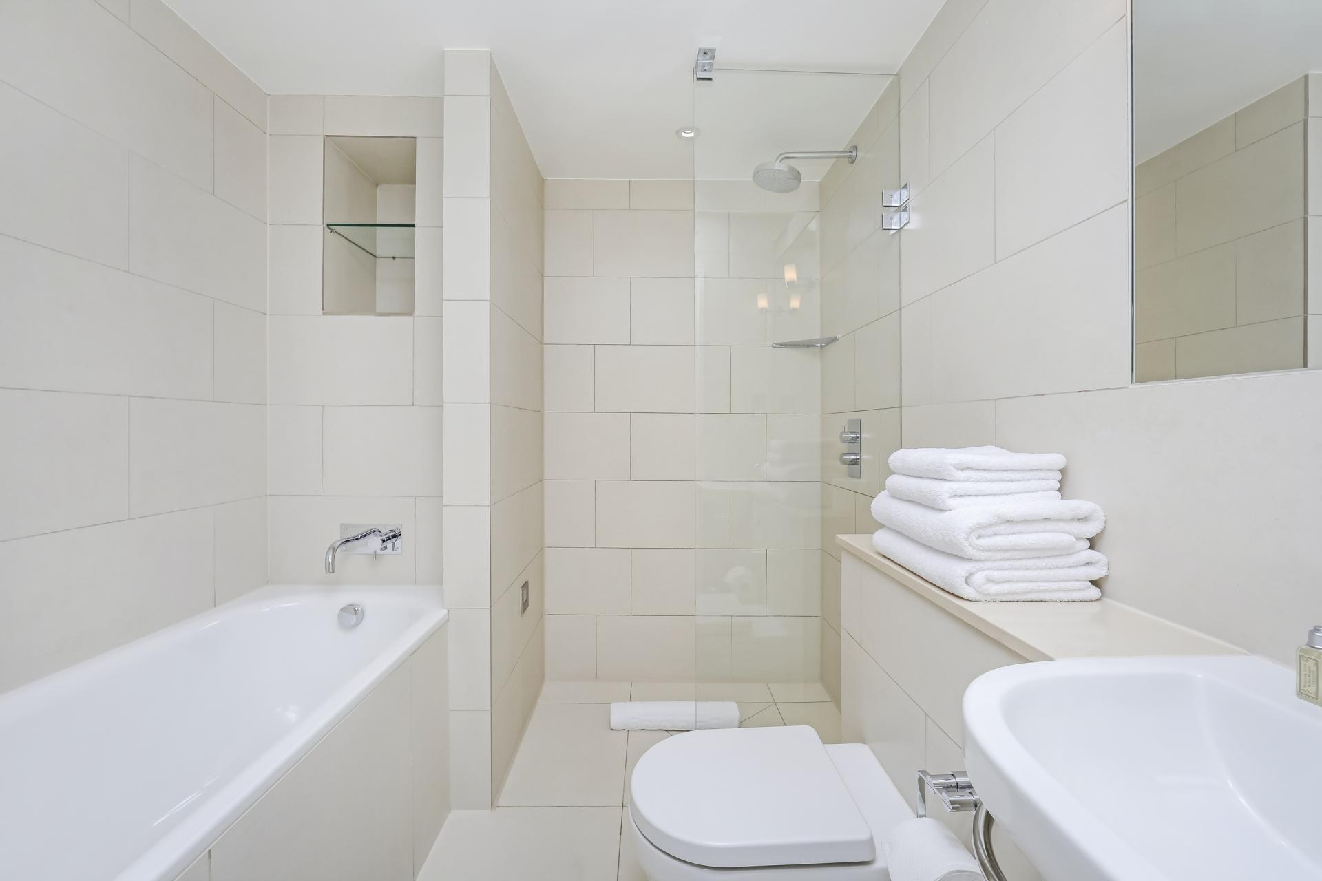 Bath at Tavistock Place Apartments, Fitzrovia, London - Citybase Apartments