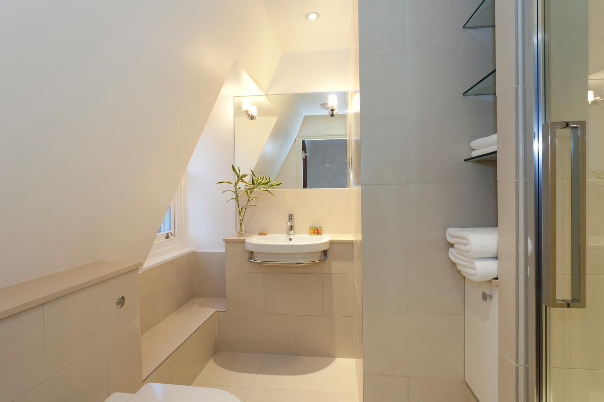 Bathroom at Tavistock Place Apartments, Fitzrovia, London - Citybase Apartments