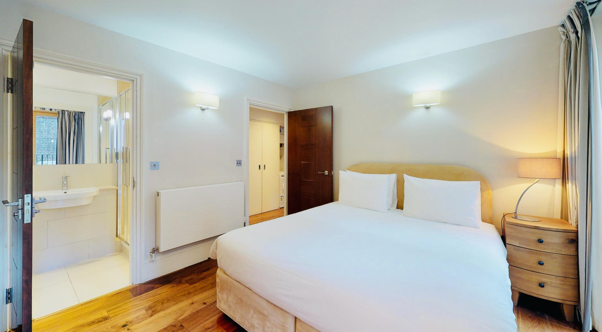En-suite bedroom at Tavistock Place Apartments, Fitzrovia, London - Citybase Apartments