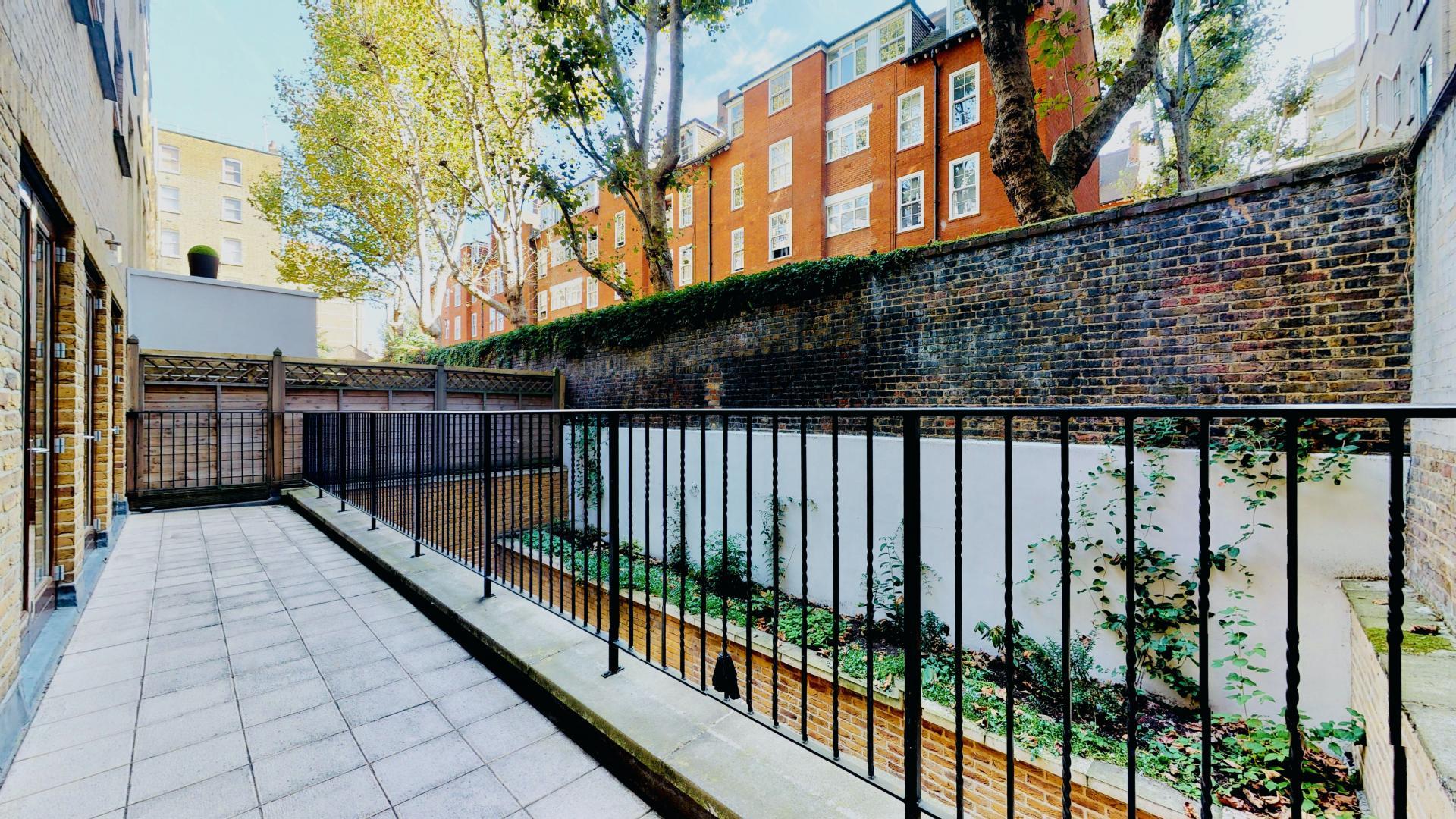 Balcony at Tavistock Place A - Citybase Apartments