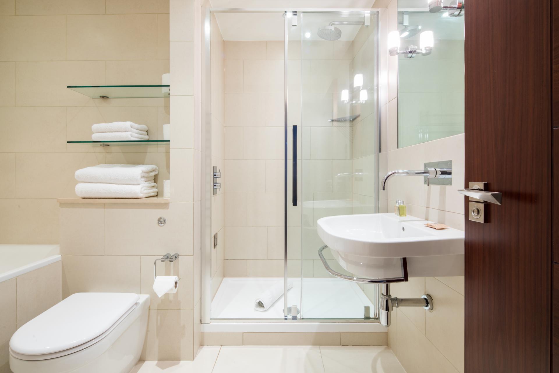 Shower at Tavistock Place Apartments, Fitzrovia, London - Citybase Apartments