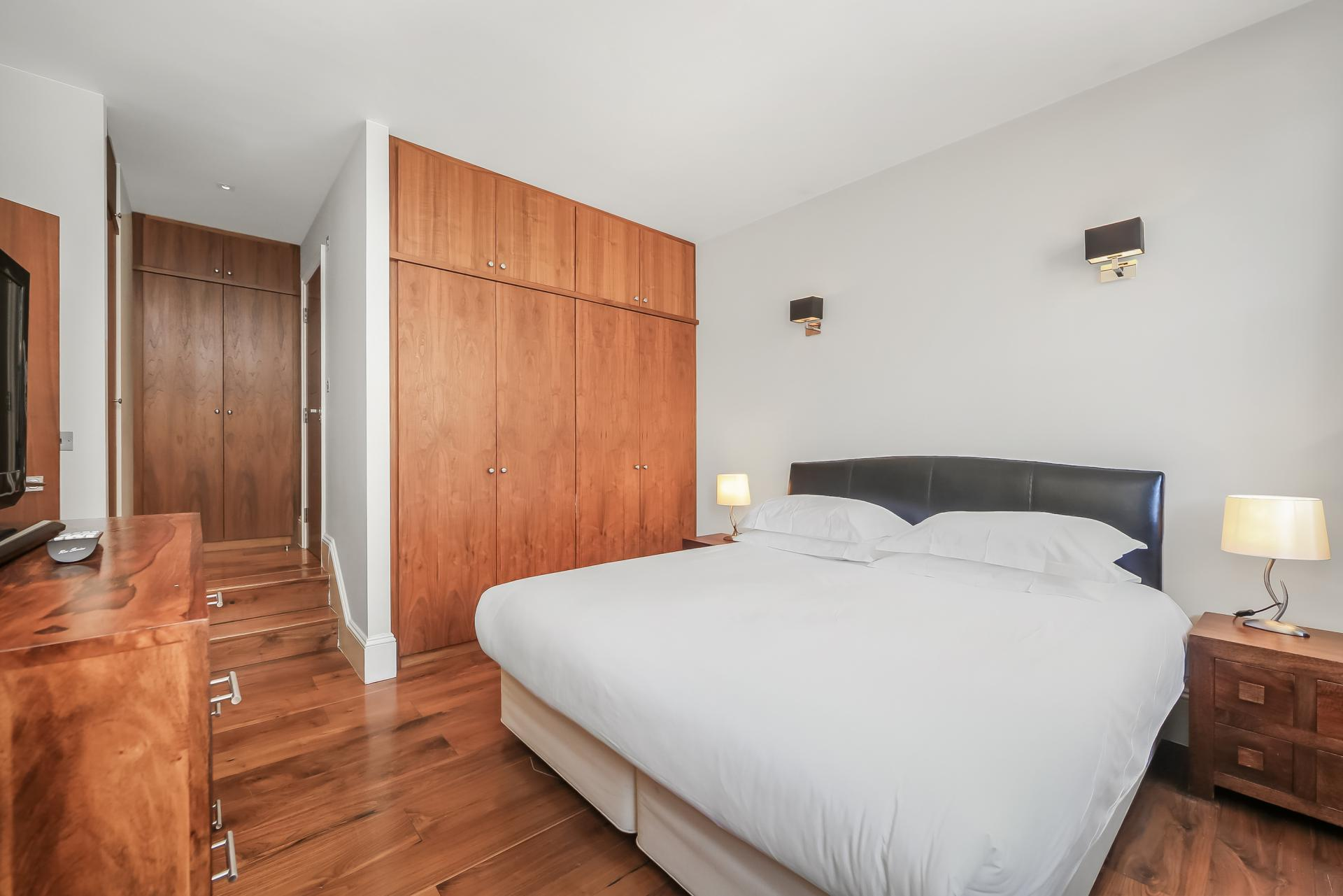 Double bed at Tavistock Place Apartments, Fitzrovia, London - Citybase Apartments