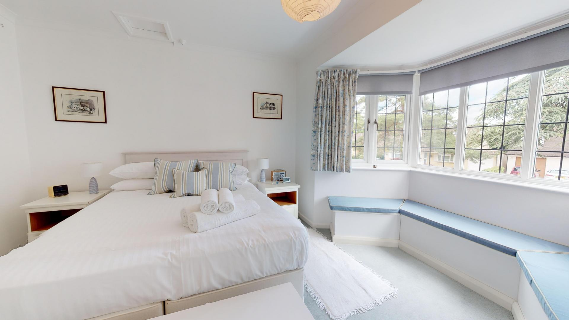 Bedroom at Blenheim Gate House, Centre, Woodstock - Citybase Apartments