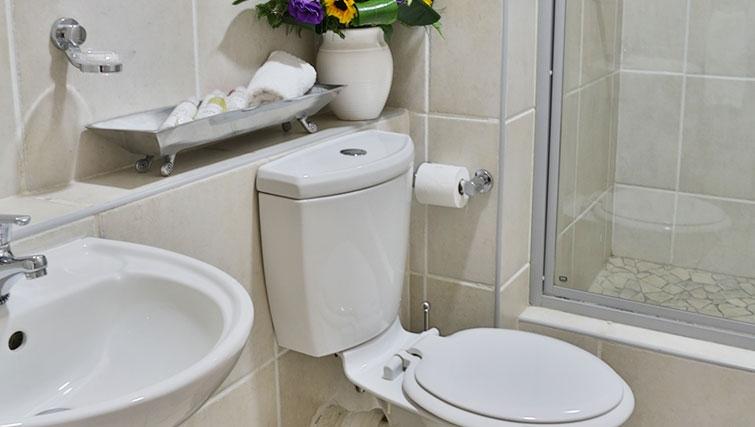 Bright bathroom in Westpoint Executive Suites - Citybase Apartments