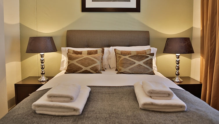 Bedroom at Westpoint Executive Suites - Citybase Apartments