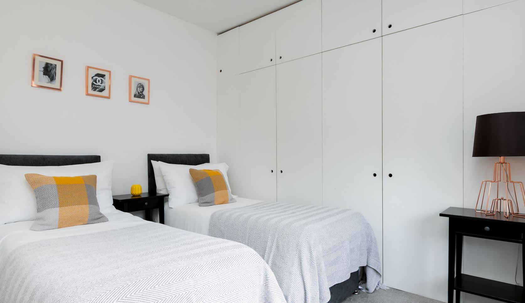 Twin beds at Brighton Lanes Apartments, Centre, Brighton - Citybase Apartments