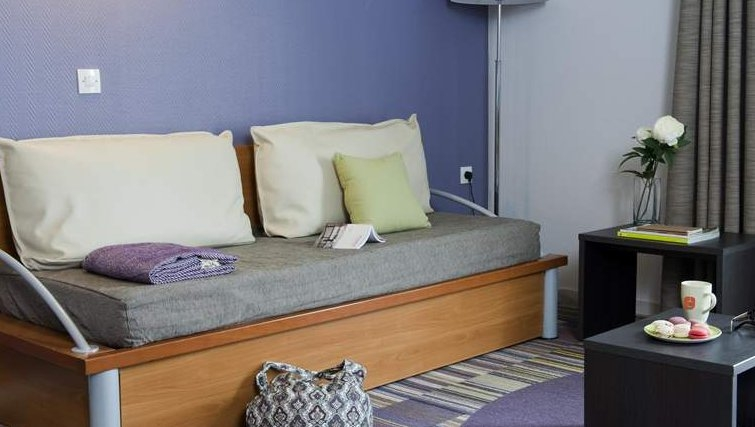 Pleasant living area in Adagio La Defense Kleber - Citybase Apartments
