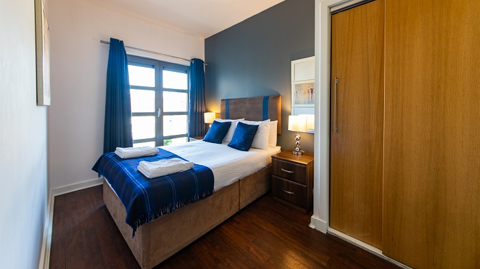 Double bed at The Spires Glasgow - Citybase Apartments