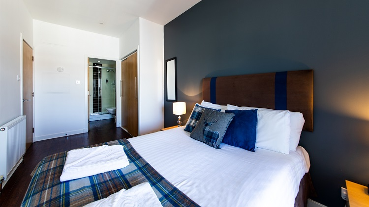 Spacious bedroom at The Spires Glasgow - Citybase Apartments