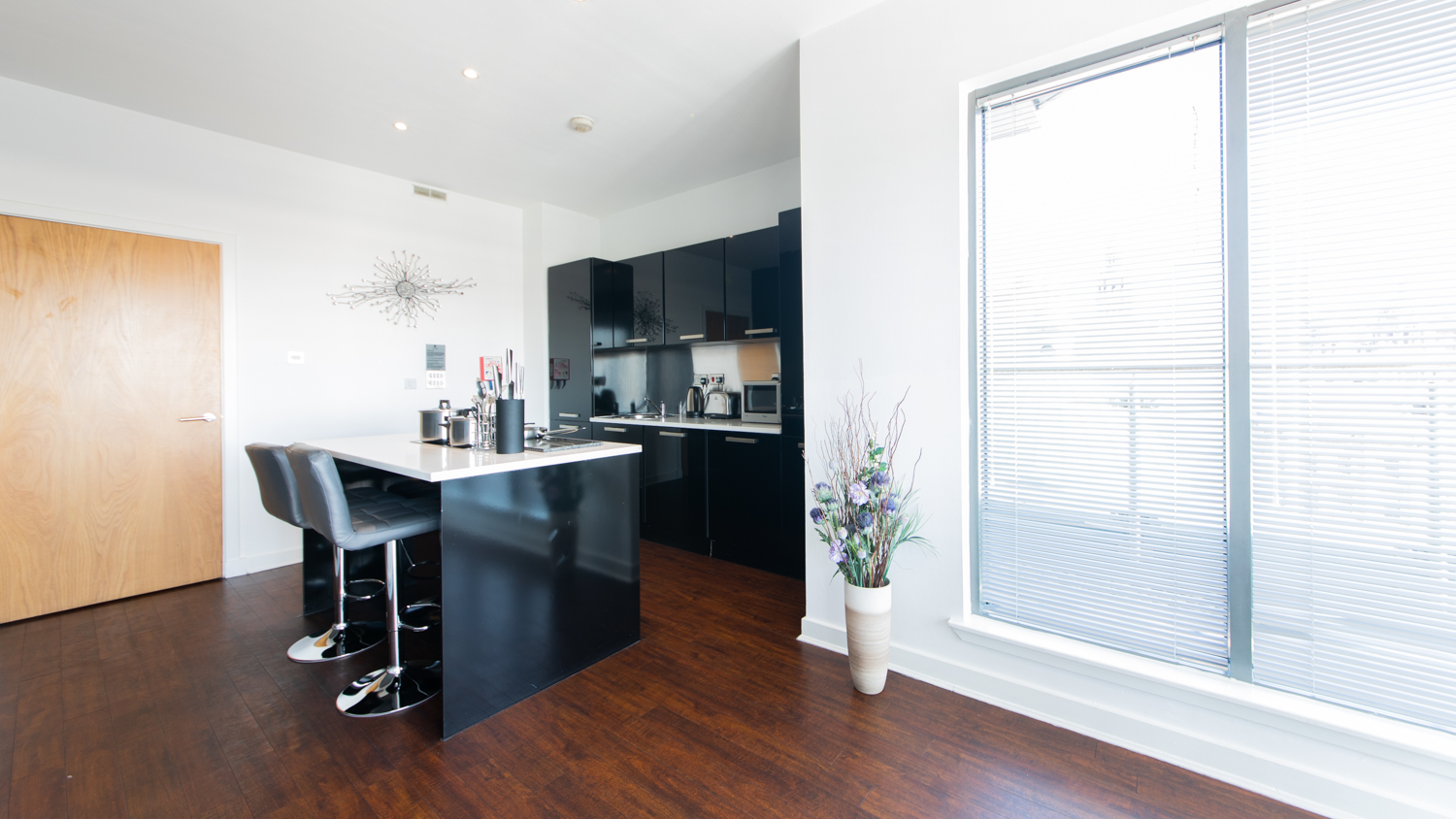 Breakfast bar at The Spires Glasgow - Citybase Apartments