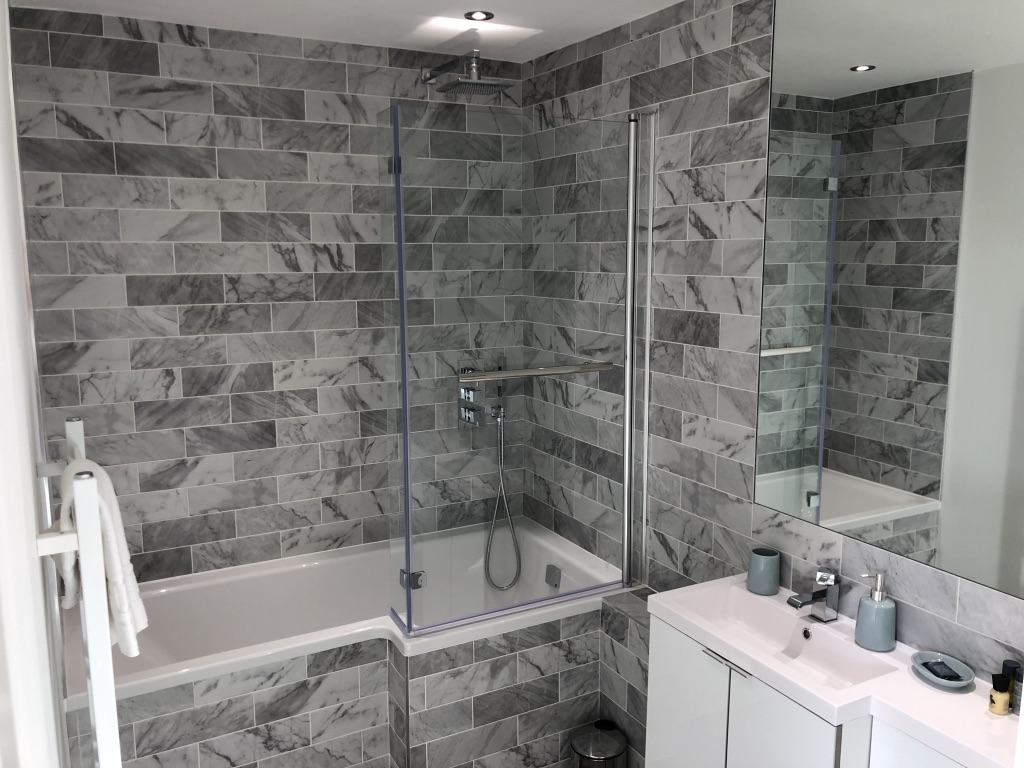 Bathroom at Reading Kings Lodge Apartments, Centre, Reading - Citybase Apartments