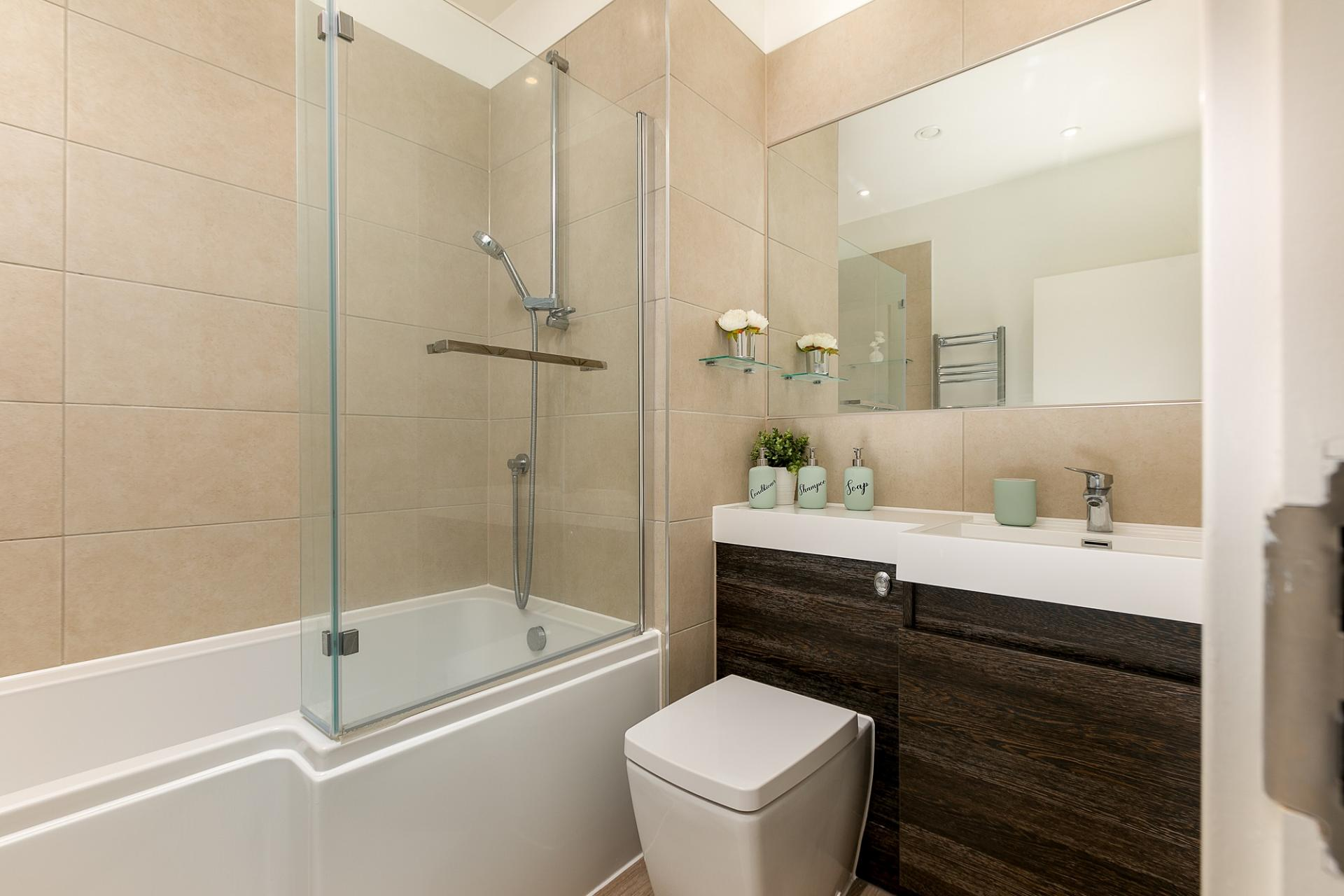 Bathroom at Kings Reach Apartment, Centre, Reading - Citybase Apartments