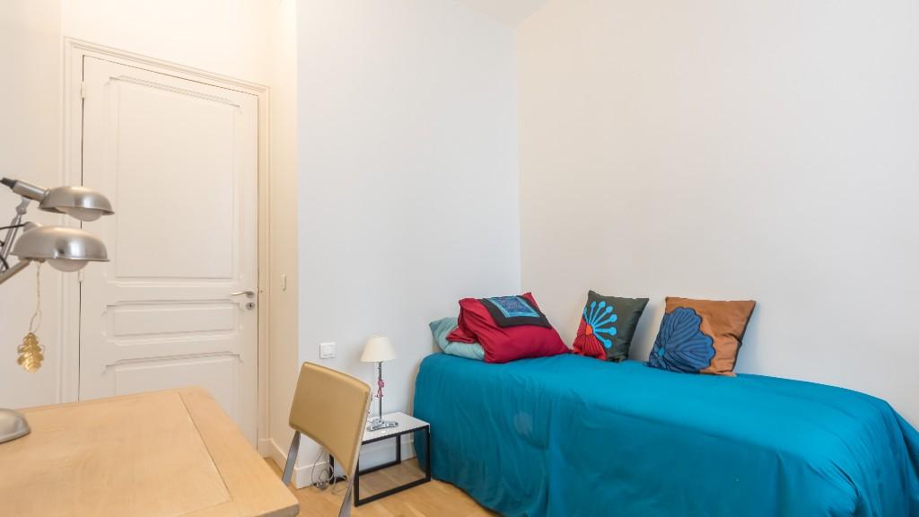 Bed at Four Saint Germain Apartments, Monnaie, Paris - Citybase Apartments