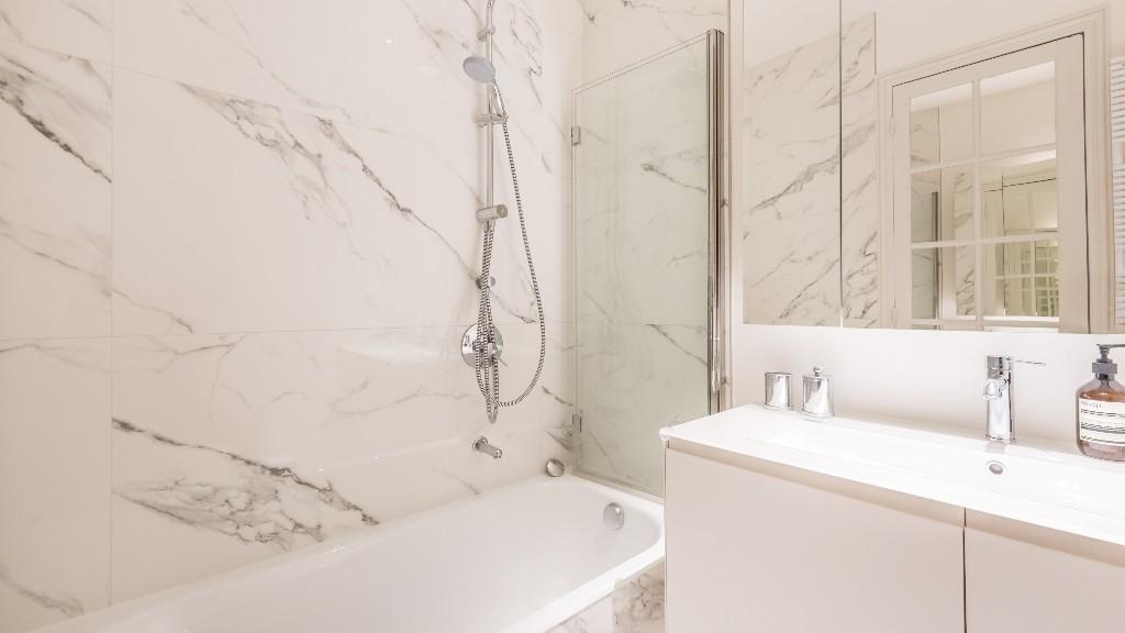 Bath at Four Saint Germain Apartments, Monnaie, Paris - Citybase Apartments