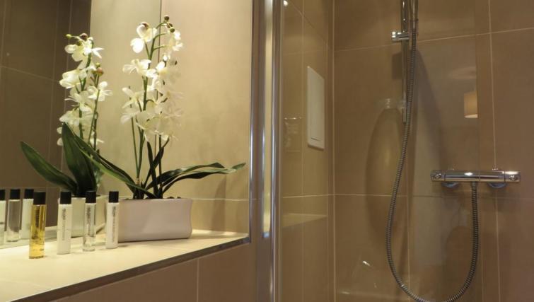 Pristine bathroom at The Vie Apartments - Citybase Apartments