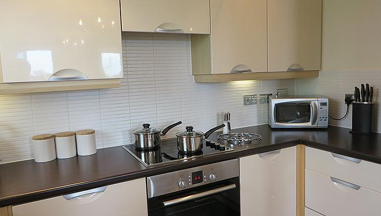 Attractive kitchen in Warren Close Apartments - Citybase Apartments