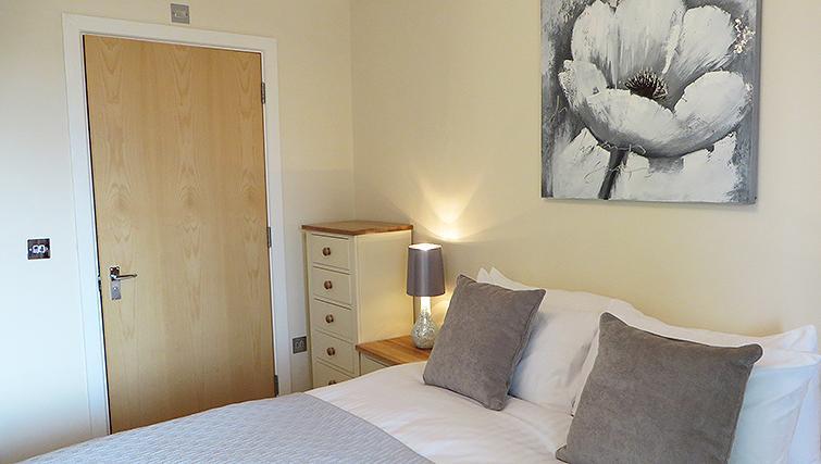 Cosy bedroom in Warren Close Apartments - Citybase Apartments