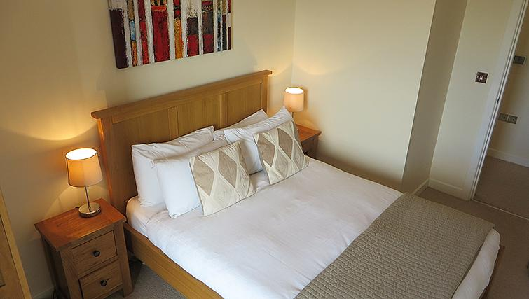 Bedroom at Warren Close Apartments - Citybase Apartments
