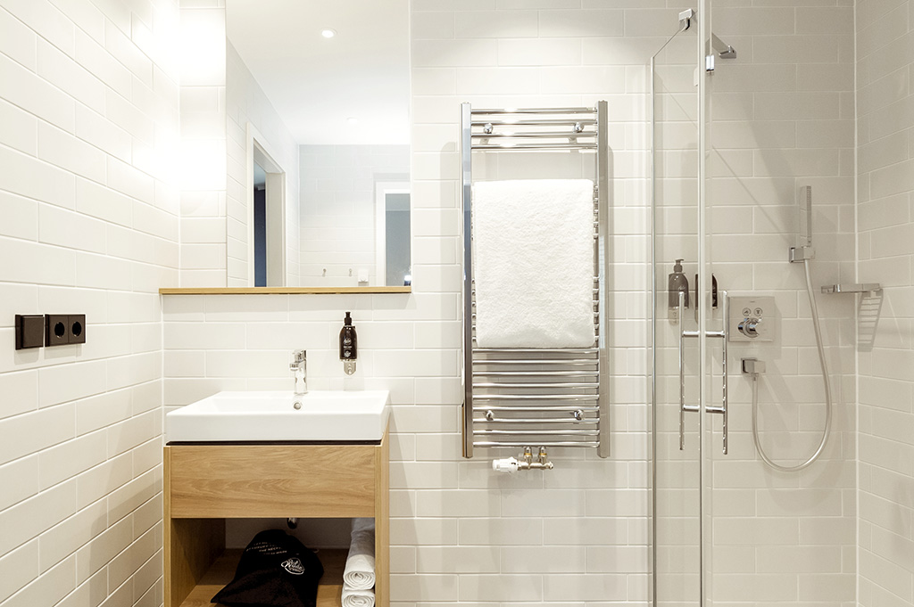 Bathroom at Wilde Aparthotels by Staycity Grassmarket, Centre, Edinburgh - Citybase Apartments
