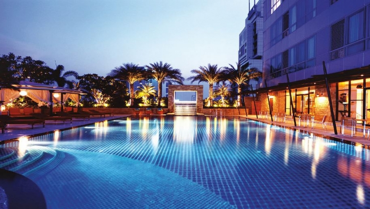 Well equipped pool in Ascott Sathorn Apartments - Citybase Apartments