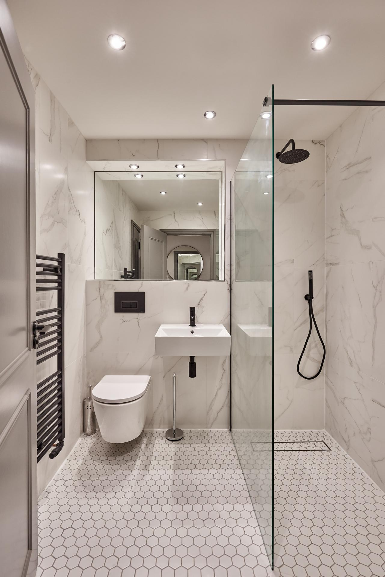 2nd Bathroom at The St Paul's Residence, Jewellery Quarter, Birmingham - Citybase Apartments