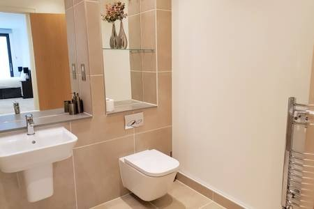 Toilet at Elgin Avenue Apartments, Westbourne Green, London - Citybase Apartments