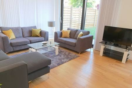 TV at Elgin Avenue Apartments, Westbourne Green, London - Citybase Apartments