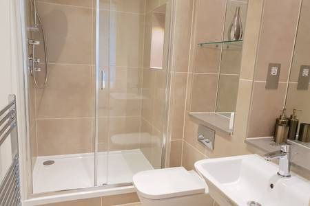 Shower at Elgin Avenue Apartments, Westbourne Green, London - Citybase Apartments